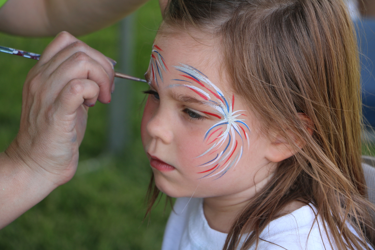 Child getting a face painting