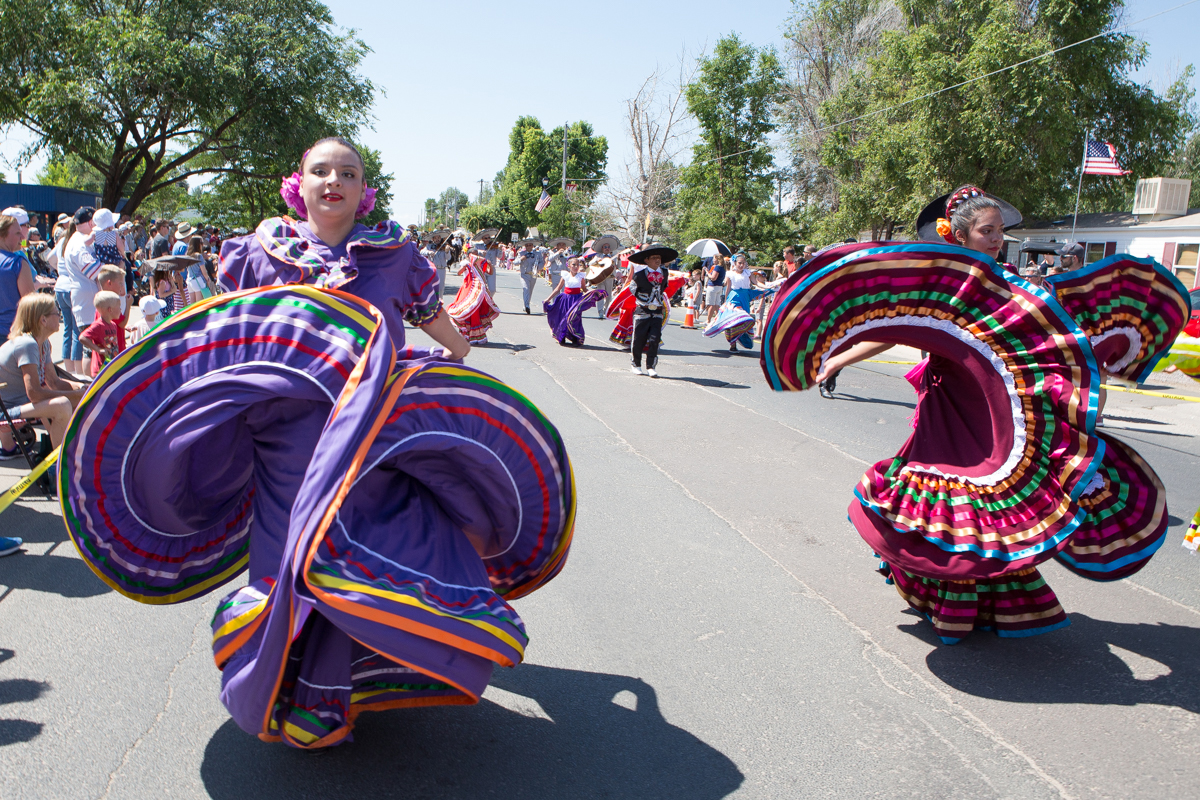 Female dancers in the style of Mexico