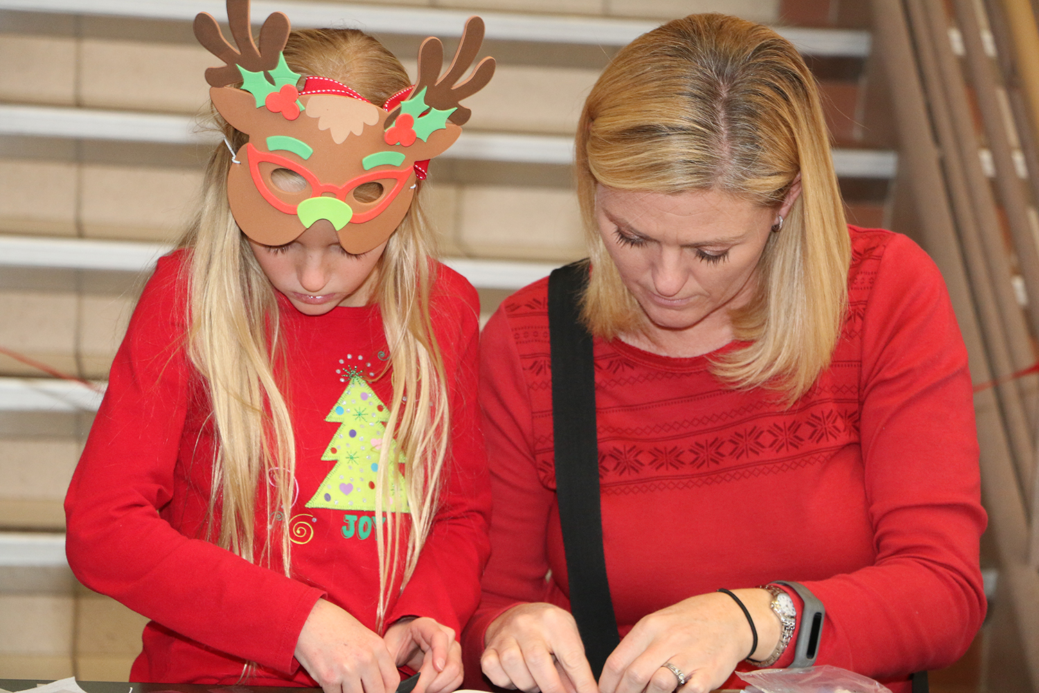 2016 Holiday Festival Family doing crafts